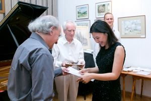 Miho Nishimura receives the diploma. Photo by Andrzej Solnica.